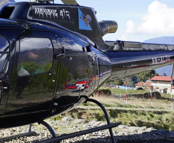 helikopterem_do_bazy_pod_everestem_2_20151017_1410896030-560x460 EVEREST baza w 6 godzin!