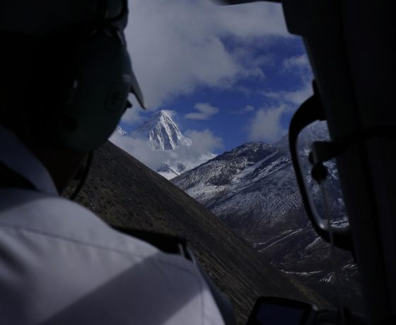 helikopterem_do_bazy_pod_everestem_4_20151017_1079944268-560x460 EVEREST baza w 6 godzin!
