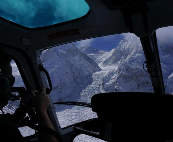helikopterem_do_bazy_pod_everestem_8_20151017_1270805276-560x460 EVEREST baza w 6 godzin!